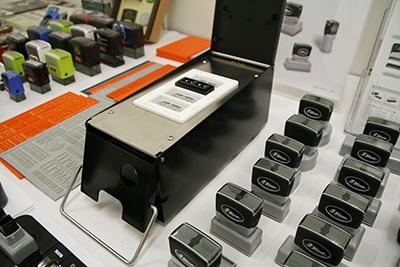 新型の卓上浸透印製造機を参考出品したスタンテック
